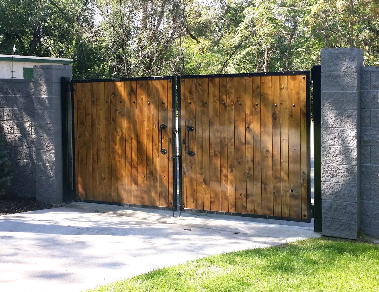 Singleton Fence : Wood Fence
