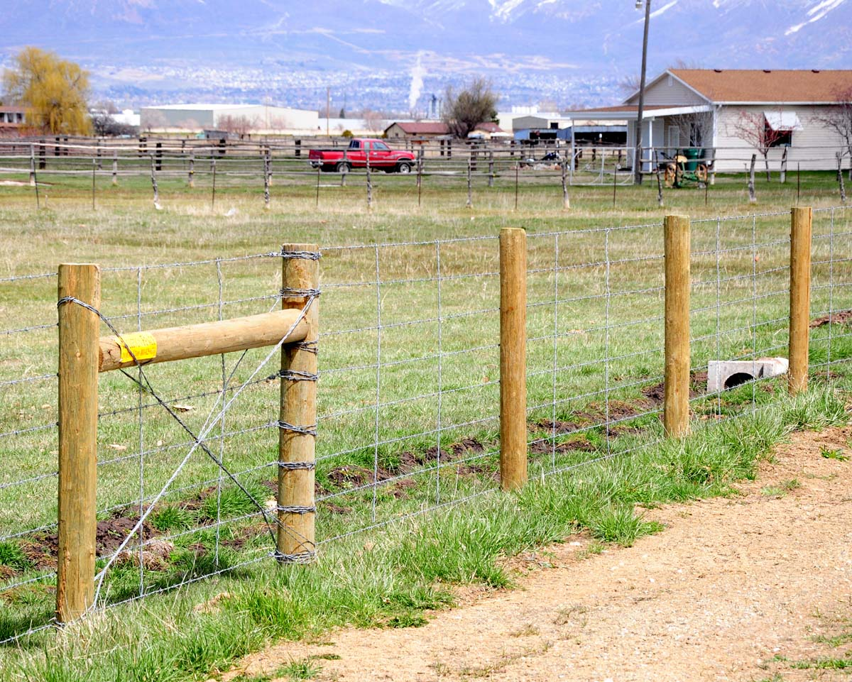how to build a wire fence with wood posts